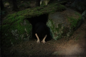 creepy-darkness-girl-hands-hole-Favim.com-245552
